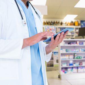 Técnico laboral en Auxiliar de servicios farmacéuticos.